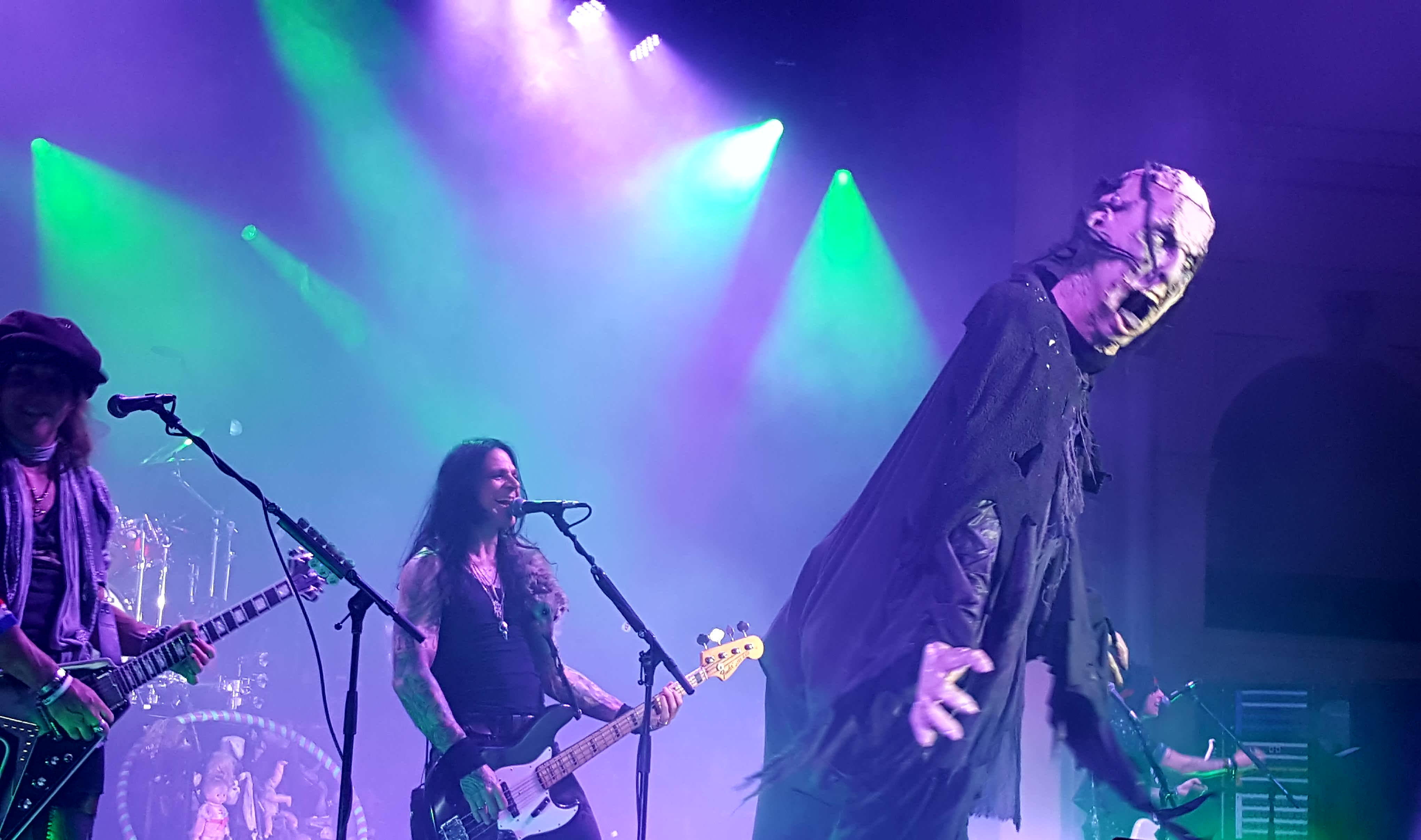 Live review ace frehley alice cooper thebarton theatre 19th cold ethyl was flung around the stage alice danced with her and he sat down to sing us the ballad that is only women bleed sheryl cooper alices wife kristyandbryce Gallery